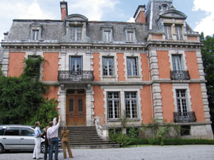South Africans, the Chateau Sallandrouze and France