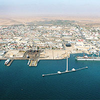 Walvis Bay profits from SA's red tape congestion